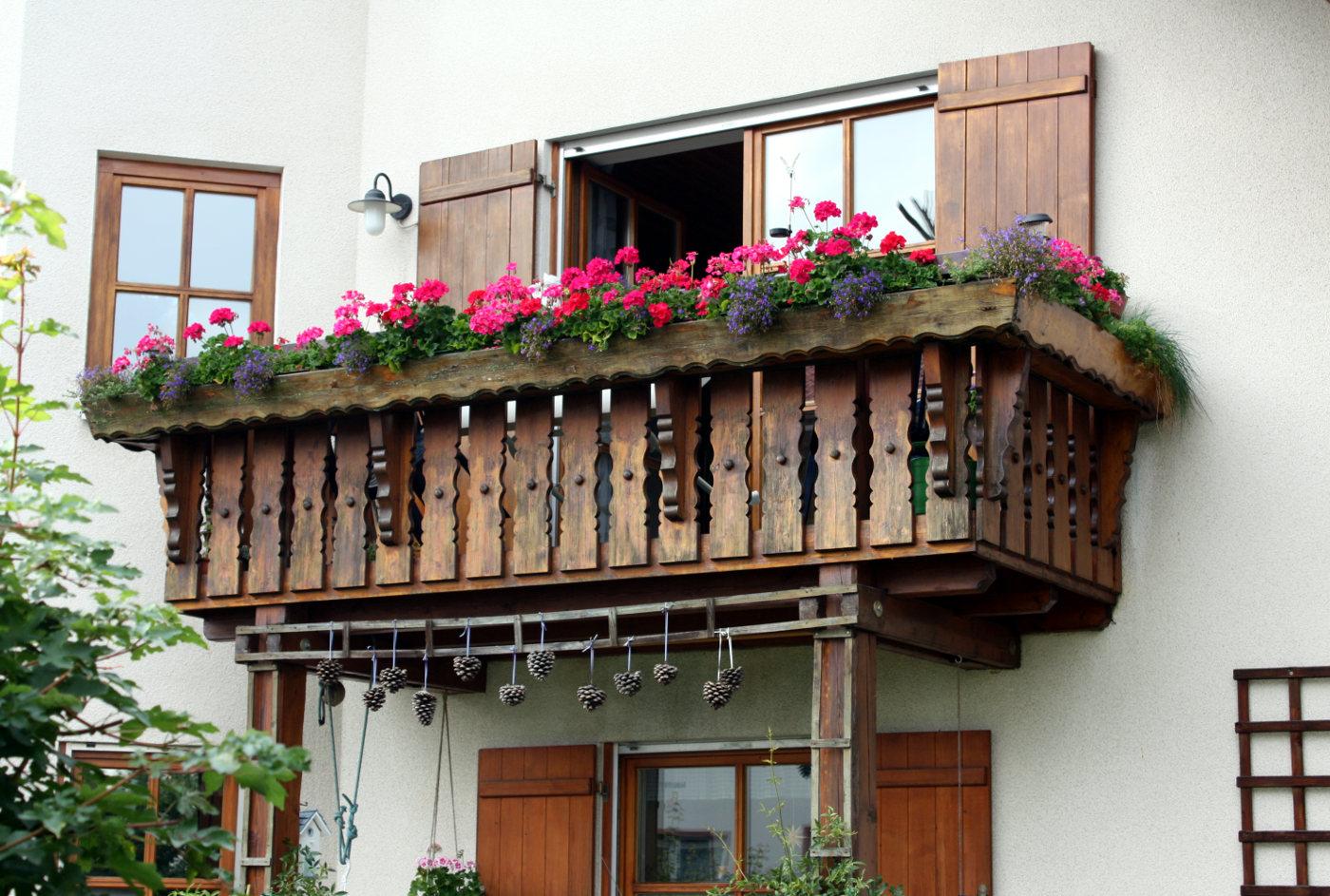 Holz Als Sichtschutz Auf Dem Balkon Naturlich Mit Vor Und